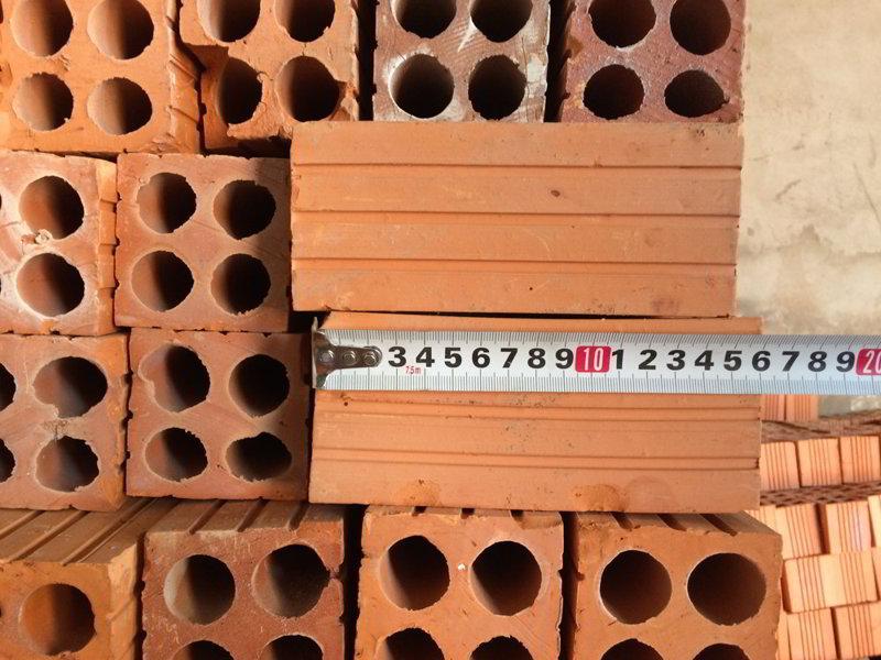 Loại dở nhất (Loại xấu) dùng cho tường rào tạm, công trình tạm, nhà trọ, bao hố móng thay copha..